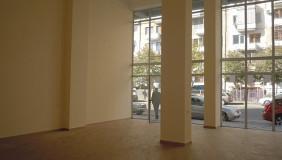 იყიდება 80 m² ფართობის კომერციული ფართი საბურთალოზე