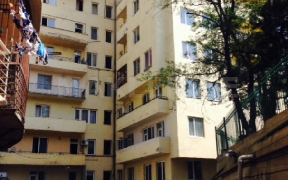 For Sale 3 room  Apartment in Mtatsminda  in Vera turn