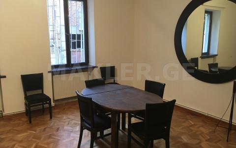 Продается Сдаётся 5 комнатная  Частный дом в Ваке  в II пов. Аракишвили