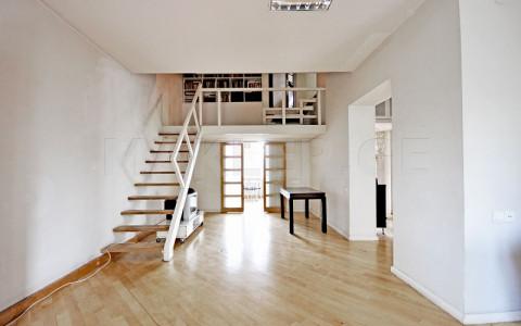 იყიდება ქირავდება 8 ოთახიანი  საკუთარი სახლი საბურთალოზე  შარტავას ქუჩაზე