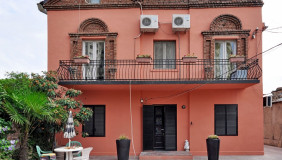 Сдаётся 8 комнатная  Частный дом на Сабуртало
