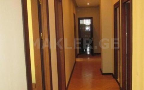 Сдаётся 8 комнатная  Офис в Ваке  на ул. Тамарашвили