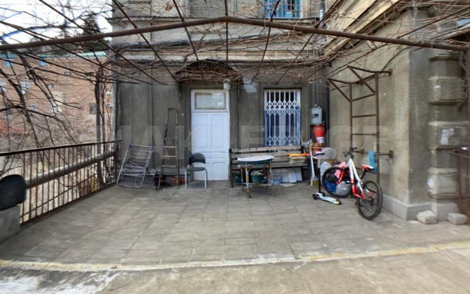 Продается 4 комнатная  Квартира на Мтацминда  на ул. Барнови