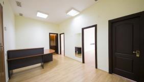 Satılık veya Kiralık 3   Büro & Ofis in Saburtalo