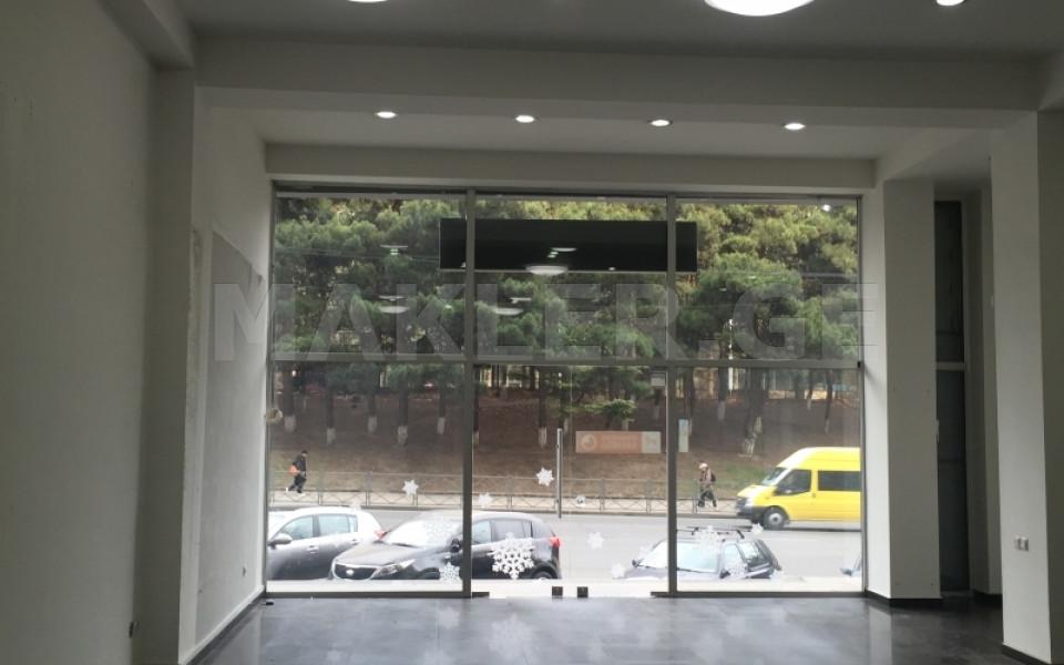 ქირავდება 130 m² ფართობის კომერციული ფართი საბურთალოზე  ვაჟა-ფშაველას გამზირზე
