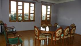Сдаётся 14 комнатная  Частный дом в Крцаниси