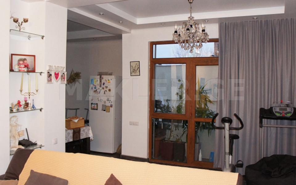 Продается 3 комнатная  Квартира на Мтацминда  на ул. Човелидзе