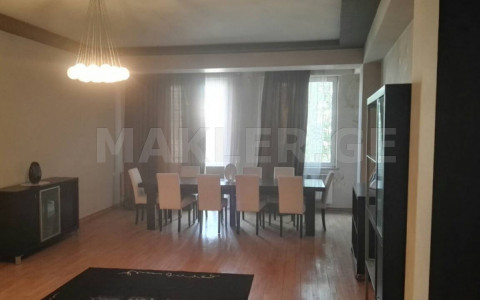 Продается 5 комнатная  Квартира на Мтацминда  на ул. Шио Мгвимели