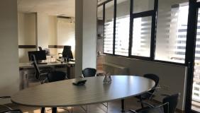 ქირავდება 3 ოთახიანი  ოფისი ვაკეში