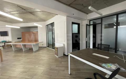 ქირავდება 5 ოთახიანი  ოფისი ვაკეში  ყიფშიძის ქუჩაზე