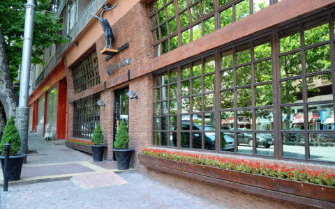 For Rent 185 m² space Commercial space in Mtatsminda  in Kostava st.