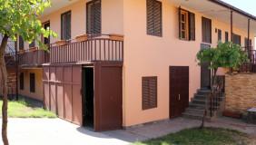 Сдаётся 8 комнатная  Частный дом в Ваке