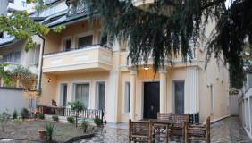 Сдаётся 13 комнатная  Частный дом в Ваке