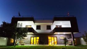 Продается или Сдаётся 15 комнатная  Частный дом на Сабуртало