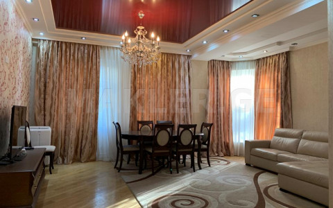 Сдаётся 4 комнатная  Квартира в Ваке  на ул. Кобулети