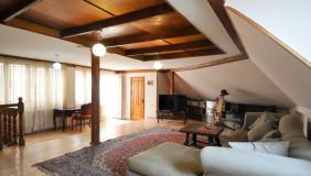 Сдаётся 6 комнатная  Частный дом на Мтацминда