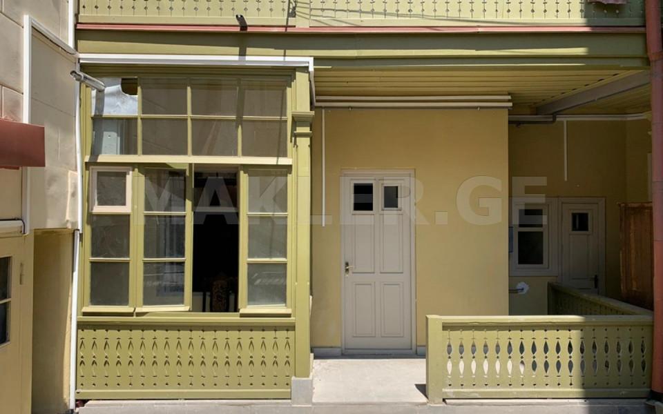 იყიდება გირავდება 2 ოთახიანი  ბინა მთაწმინდაზე  ათონელის ქუჩაზე