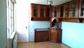Продается 6 комнатная  Квартира в Чугурети