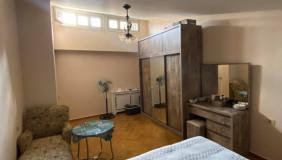 For Sale 6 room  Apartment in Mtatsminda