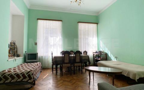 იყიდება ქირავდება 2 ოთახიანი  ბინა მთაწმინდაზე  ლერმონტოვის ქუჩაზე