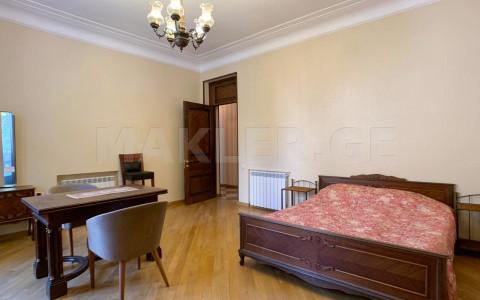 იყიდება 2 ოთახიანი  ბინა მთაწმინდაზე  რუსთაველის გამზირზე