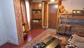 იყიდება 2 ოთახიანი  საკუთარი სახლი საბურთალოზე
