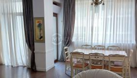 Сдаётся 4 комнатная  Квартира в Ваке