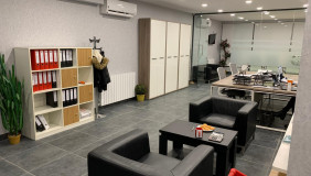 Продается 3 комнатная  Офис в Ваке