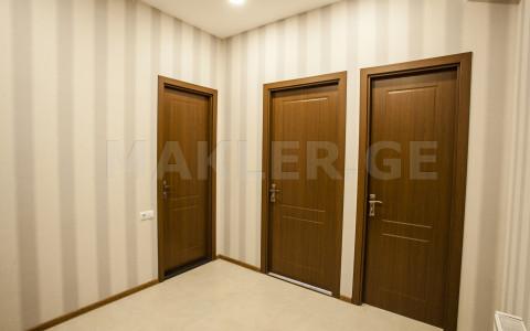 ქირავდება 3 ოთახიანი  ბინა ვაკეში  ქობულეთის ქუჩაზე