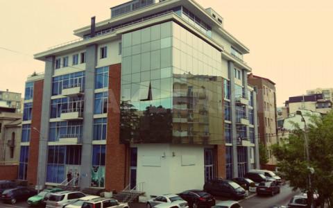 ქირავდება 8 ოთახიანი  ოფისი საბურთალოზე  ო. ჩხეიძის ქუჩაზე