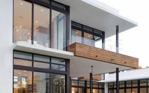 იყიდება 10 ოთახიანი  საკუთარი სახლი საბურთალოზე