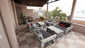 იყიდება ან ქირავდება 420 m² ფართობის კომერციული ფართი მთაწმინდაზე