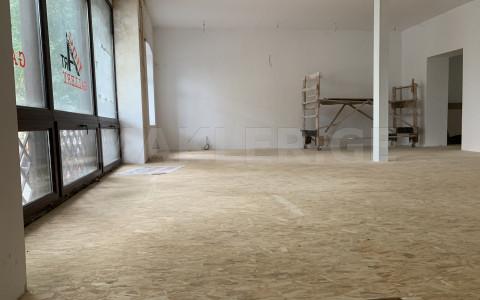 იყიდება 627 m² ფართობის კომერციული ფართი ჩუღურეთში  აღმაშენებლის გამზირზე