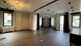 Продается или Сдаётся 4 комнатная  Квартира на Мтацминда