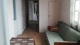 Продается 8 комнатная  Квартира в Чугурети