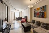 ქირავდება 3 ოთახიანი ბინა 2 საძინებლით ,  უმაღლესი ხარისხის რემონტით, პრესტიჟულ უბანში ვაკეში, ჭავჭავაძის გამზირზე. ასევე არის საპარკინგე ადგილი 2 ავტომობილისათვის.  For rent 3 bedroom apartment with 2 bedrooms and the highest quality renovation in a prestigious area in vake, on Chavchavadze Ave. There is also a parking place for 2 vehicles.  Сдается 3-комнатная квартира с 2 - я спальными комнатами и высоким качественным ремонтом в престижном районе Ваке, на пр. Чавчавадзе. Также имеется парковка на 2 автомобиля.
