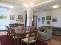 For Sale 200 sq.m. Apartment on Tamarashvili st.