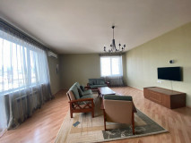 For rent 3 room apartment, with 2 bedrooms, 2 bathrooms, isolated kitchen, central heating, 2 balconies, fully equipped furniture and appliances. The apartment owns a parking space. In a new building located near the Russian Embassy and Turtle Lake turn.