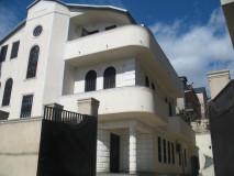 ქირავდება საკუთარი სახლი ვეძისში, ისაკაძის ქუჩაზე.  სახლი უზრუნველყოფილია საჭირო ავეჯითა და ტექნიკით, ასევე აქვს 6 საძინებელი.  Сдается дом в Ведзиси, на ул. Исакадзе.  Дом обеспечен всей необходимой мебелью и бытовой техникой. Дом состоит из 6 - ти спален. House for rent in Vedzisi, on Isakadze STR.  The house is provided with all the necessary furniture and household appliances. It consists of 6 bedrooms.