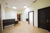 Продаётся уже сданный в аренду офис в районе Сабуртало на улице Гамрекели, общей площадью - 78 кв.м. Офис отремонтирован и рамещён в на шестом этаже бизнес центра.  Всего-3 комнаты, одина из которых конференционная комната. Указанная сума не включает НДС.
