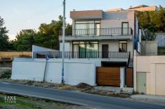 ქირავდება 2 სართულიანი საკუთარი სახლი ლისი წრესთან, მთელი ქალაქის ხედით, კეთილმოწყობილი, საყოფაცხოვრებო ტექნიკით აღჭურვილი. ორმაგი დაცვის სისტემით.