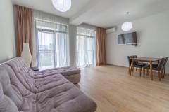 Сдается 2 комнатная квартира, студийного типа, в новостроенном жилом комплексе GDG на улице Абашидзе, полностью оборудованная с мебелью и техникой. Квартира имеет парковочное место на подземной парковке.