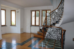 For Rent 350 sq.m. Private house in Gogebashvili st