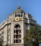 Продается квартира в центре Тбилиси, купол старинного уникального дома с лучшими видами на весь Тбилиси! Квартира имеет уникальное расположение и уникальную планировку. В старом Тбилиси нет такого дома с такими же преимуществами! Это дуплекс, 5 комнат, 4 спальни, 3 ванные комнаты, большая кухня и большая веранда!Квартира с ремонтом из лучших европейских материалов!С внутренней системой охлаждения, полами с подогревом, бытовой техникой Bosch.