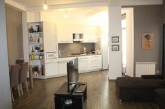 Продается 101 кв.м. Квартира на ул. Пхакадзе