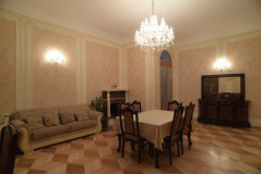 For Rent 180 sq.m. Apartment in Iashvili st.