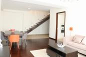 Сдается 4 комнатная квартира в Ваке. Квартира дуплексного типа. Качественная мебель и евроремонт. В квартире есть большая веранда, с которой открывается прекрасный вид на Тбилиси.
