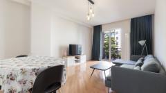 იყიდება 3 ოთახიანი ბინა ვაკეში, ყიფშიძის ქუჩაზე. ბინა მდებარეობს 10 სართულიანი ახალაშენებული სახლის 4 სართულზე და აქვს 2 აივანი. ბინა ჩაშენებული ავეჯით.  Apartment for sale in Vake, on Kipshidze street. Totally 3 rooms with 2 bedrooms and 2 balconies. The apartment is located on the 4th floor of a 10-story building.   The apartment is being sold with furniture and household appliances. Продается квартира в Ваке, на улице Кипшидзе. Всего 3 комнаты с 2 - я спальнями и 2 - я балконами. Квартира расположена на 4 - ом этаже 10-этажного дома.  Квартира продается с мебелью и бытовой техникой.