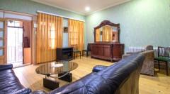 Продается! квартира на Мтацминда, на ул. Г.Гигаури. Есть две спальни, гостиная и кухня, общая 67 кв.м. Квартира с центральным отоплением. Расположена на чистой, тихой улице с видом в Тбилиси. Квартира отлично подойдет как для туристического бизнеса, так и для проживания!