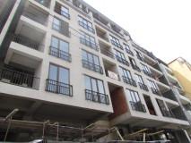 Satılık !!! 68 m2 daire, 'Yeşil çerçeve' conditiondin içinde. Saburtalo bölgesinde, Burdzgla sokağında, yeni binada. Daire iyi manzaralı bir balkona sahiptir.